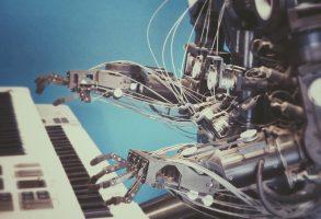 האם רובוטים ואוטומציה יגרמו לאבטלה המונית?