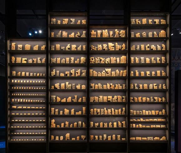 כיתוב bmus: לוחות כתב יתדות אשוריים במוזיאון הבריטי